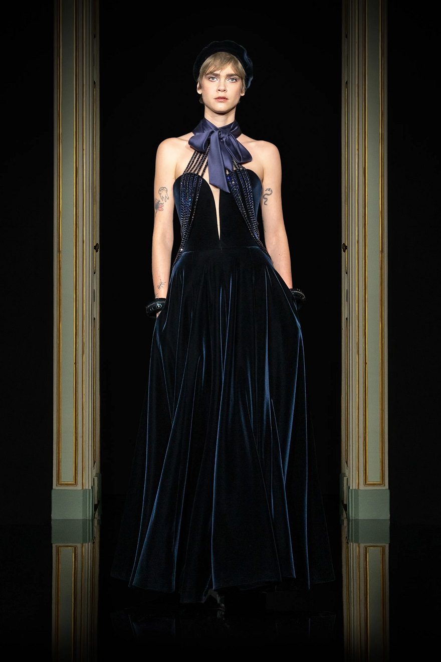 Μοντέλο στην πασαρέλα του Giorgio Armani