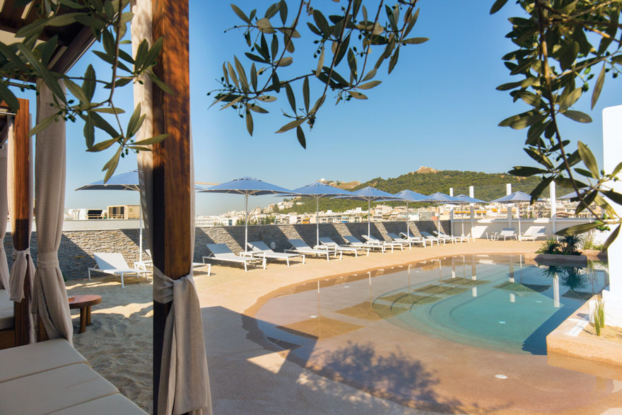 Mavili beach στο rooftop του ξενοδοχείου Alexandros