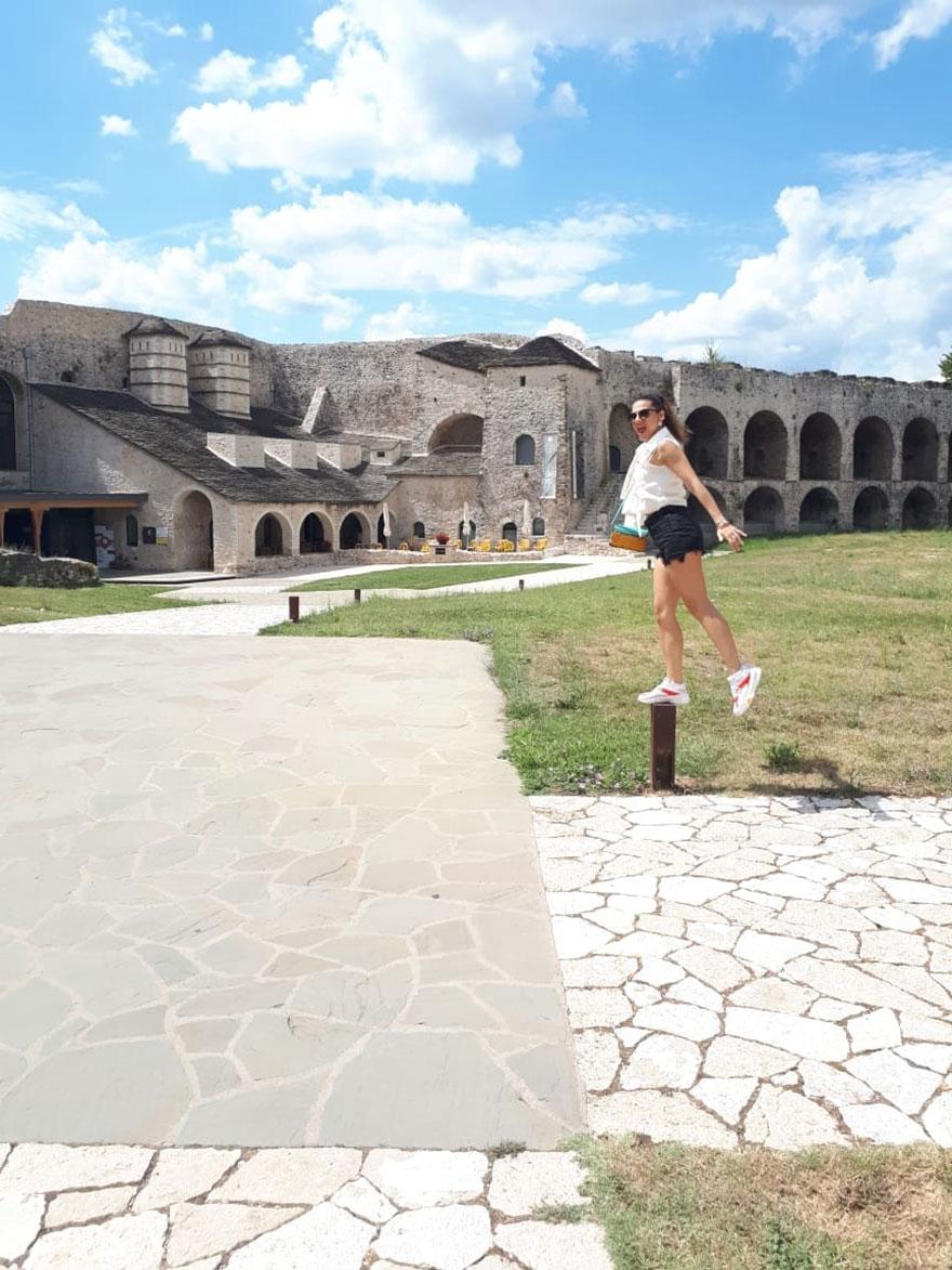 Η Μαριάννα είναι χαρούμενη στην τοποθεσία Ιτς Καλέ