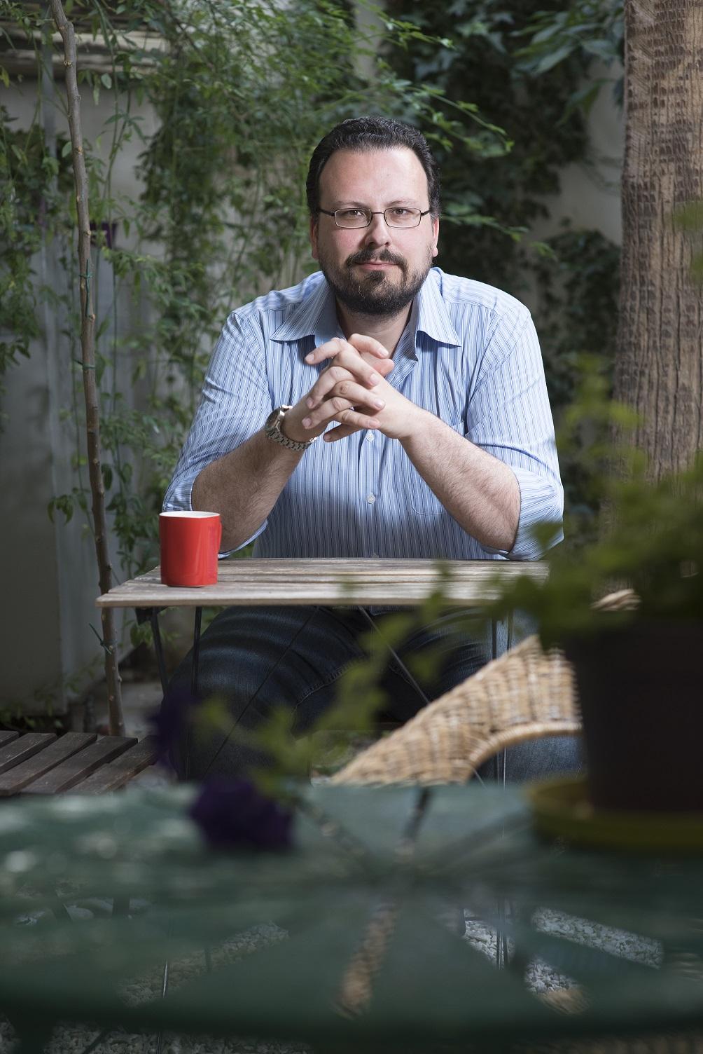 Αλέξανδρος Χαρκιολάκης, Μουσικολόγος – Διευθυντής του Συλλόγου Οι Φίλοι της Μουσικής