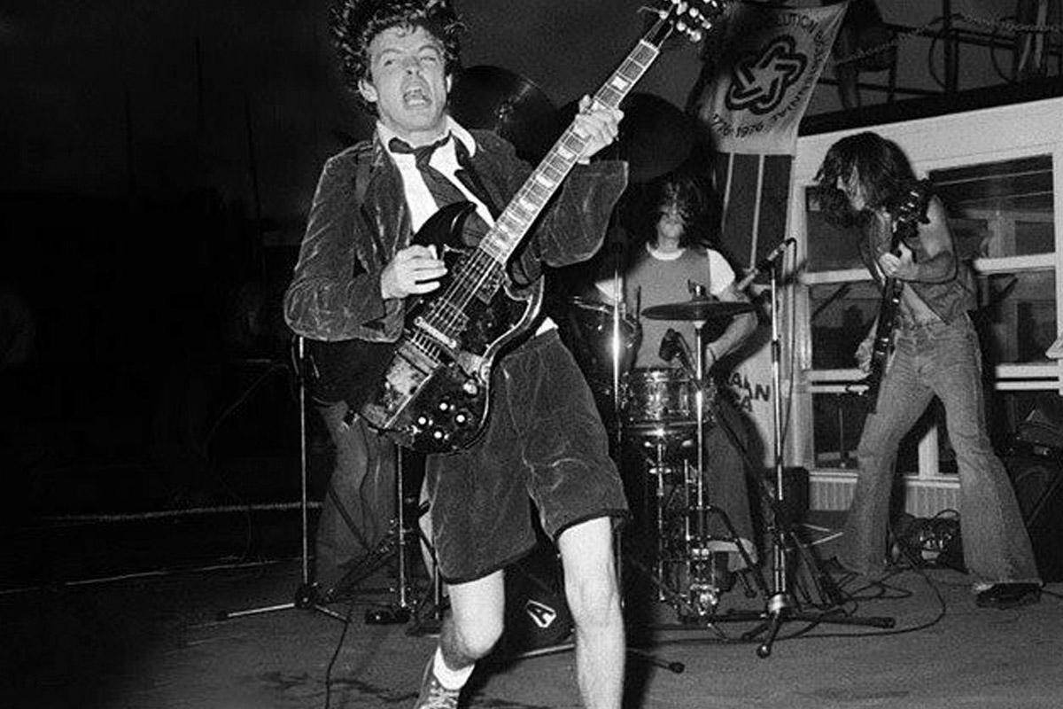 O κιθαρίστας των AC/DC Angus Young