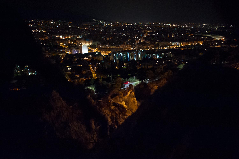 Βράδυ, Αθήνα, σε υψώματα και λόφους