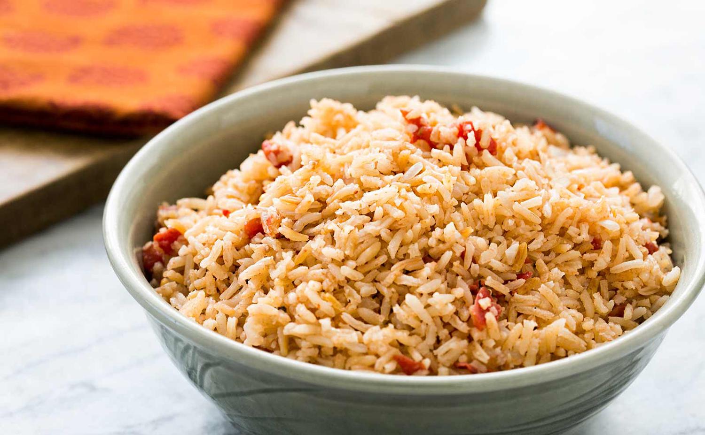 Υπάρχουν βακτήρια στο ρύζι τα οποία αναπτύσσονται όταν αυτό μένει για αρκετή ώρα σε θερμοκρασία δωματίου, και δεν απομακρύνονται με το ζέσταμα