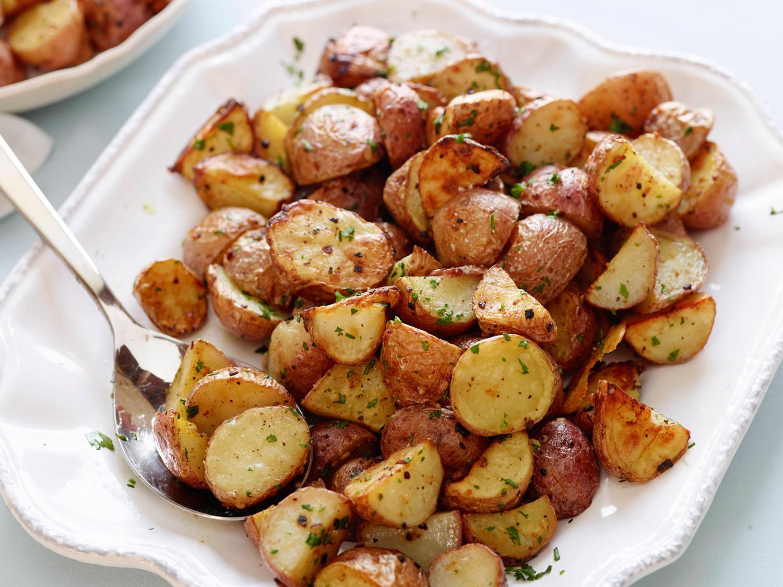 Εάν θέλουμε να ζεστάνουμε τη σούπα μας, καλό είναι να βγάλουμε το σέλινο και τα καρότα και να τα προσθέσουμε μετά το ζέσταμα στο πιάτο μας