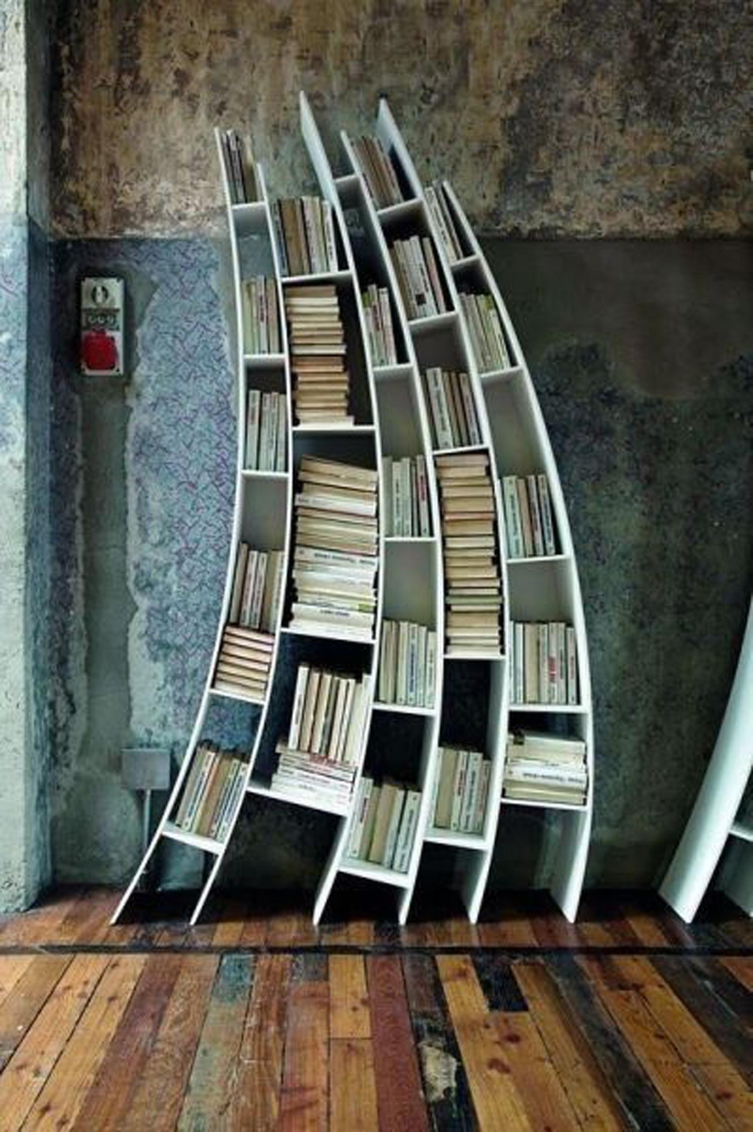 Η ολίγον στραβή βιβλιοθήκη