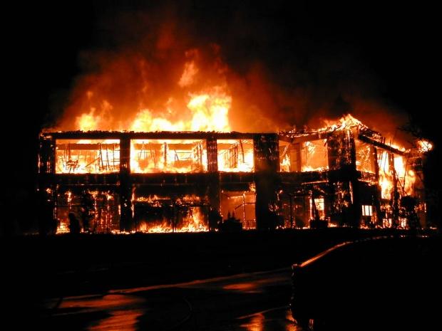 Φωτιά σε σπίτι στον Παρνασσό - Πήδηξαν από τον 1ο όροφο οι ιδιοκτήτες (φωτο)