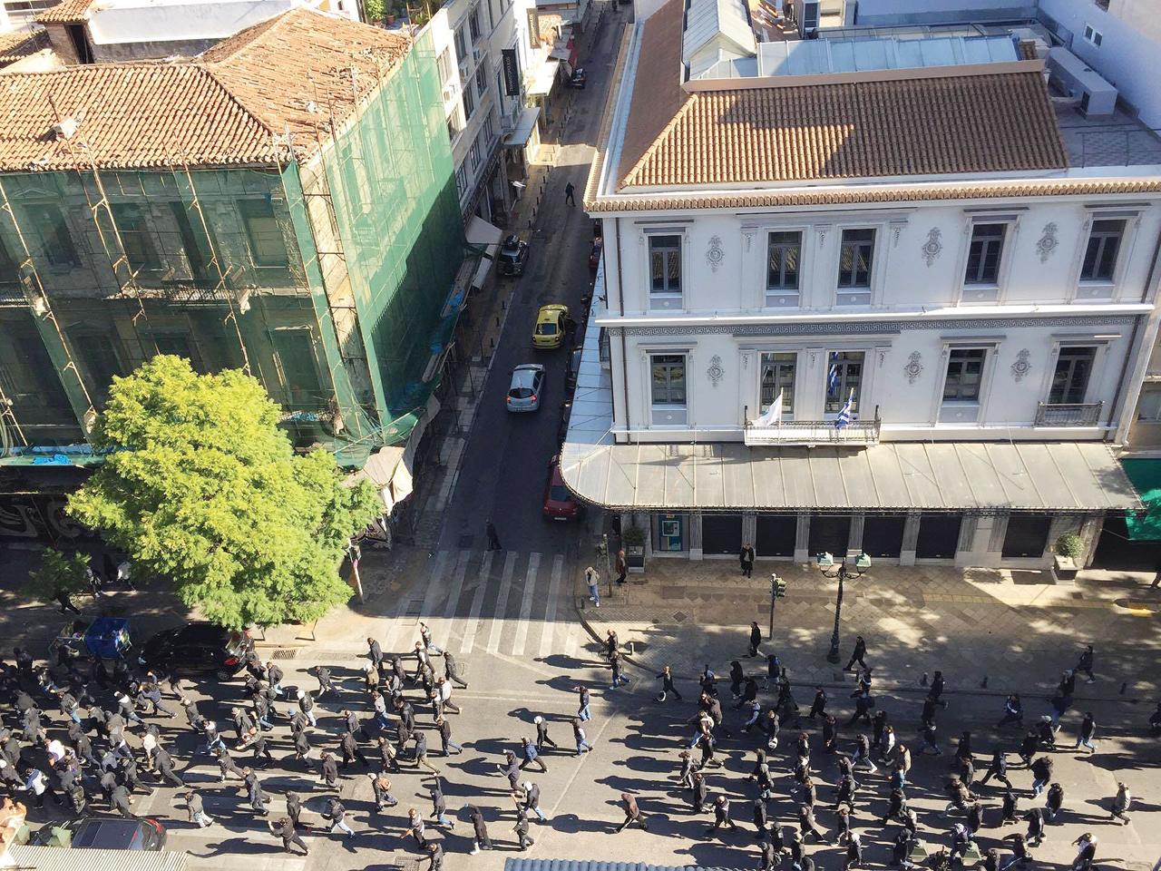 Λίγο πριν τα επεισόδια ανάμεσα σε οπαδούς του ΠΑΟΚ και Πακιστανούς στο κέντρο της Αθήνας, στις 26/11.