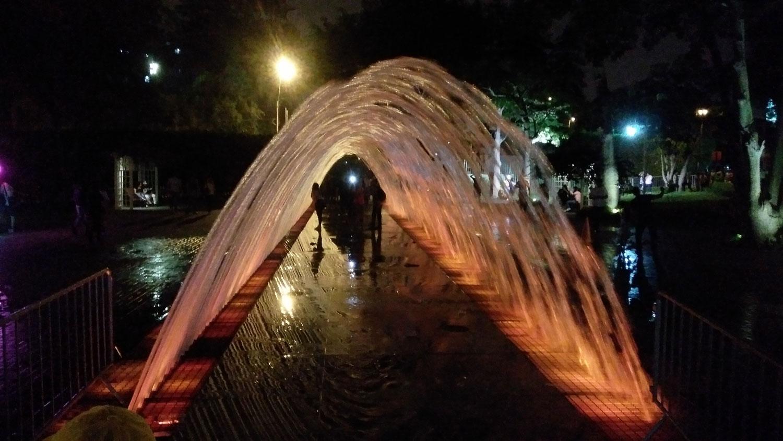 Circuito Magico del Agua: Το συντριβάνι Fuente Túnel de las Sorpresas