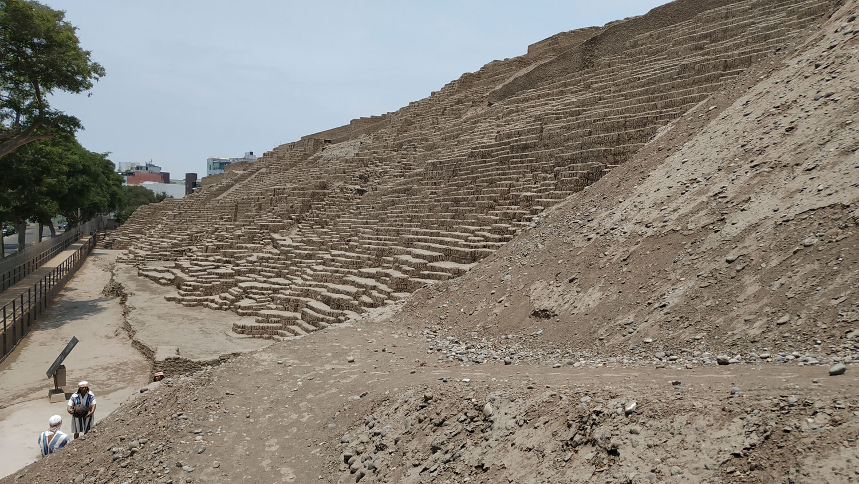 Ο πυραμιδωτός ναός της Huaca Pucllana