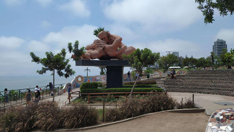 Περού / El Parque del Amor Γλυπτό El Beso του Victor Delfin