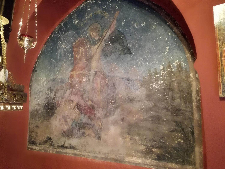 Η μόνη τοιχογραφία στο εκκλησάκι του Αγ. Γεωργίου του Βράχου που έχει την υπογραφή του καλλιτέχνη (Γεώργιος Ζωγράφος 1886)