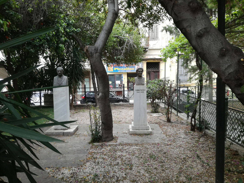 Προτομές Κωνσταντίνου & Ιωάννας Τσάτσου στον προαύλιο χώρο της Αγ. Σωτείρας Κοττάκη