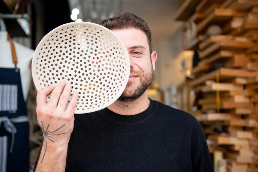 Ο καλλιτέχνης και σχεδιαστής Μιχάλης Σπαρόπουλος, δημιουργός του brand ΜΙΚ by Mike Sparopoulos