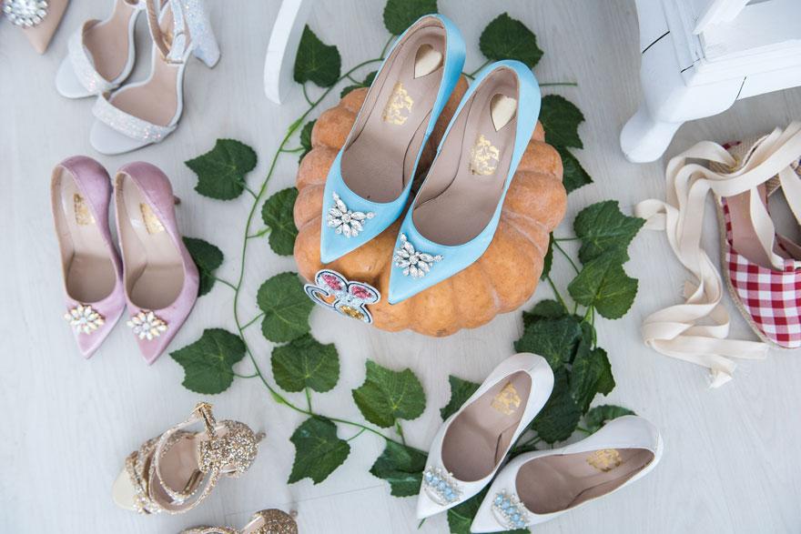 adc8169f21f Η ιστορία της Σταχτοπούτας και η έμφυτη αγάπη τους για τα γυναικεία κομψά  και κουκλίστικα παπούτσια, ενέπνευσε δύο φίλες την Μαρία και την Ευτυχία,  ...
