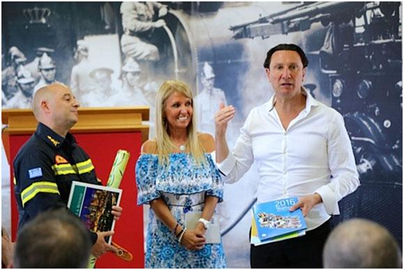 Ο Πρόεδρος της Ελληνικής Κοινότητας Μελβούρνης Β. Παπαστεργιάδης και η ομογενής επιχειρηματίας Μάρθα Τσάμη, στην Αθήνα σε εκδήλωση με τους Έλληνες εθελοντές πυροσβέστες