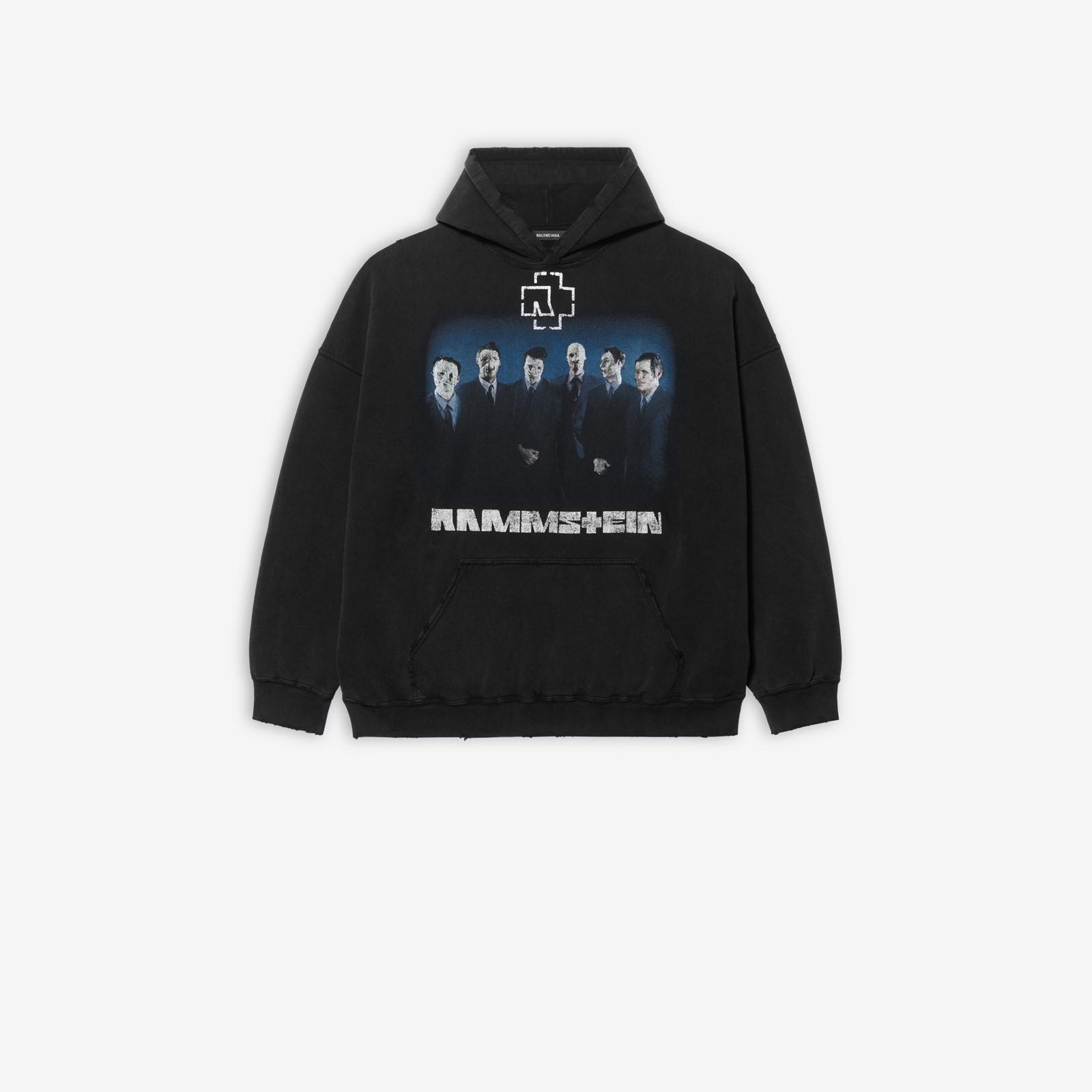 Φωτογράφιση από τη σειρά ρούχων των Rammstein με τη Balenciaga