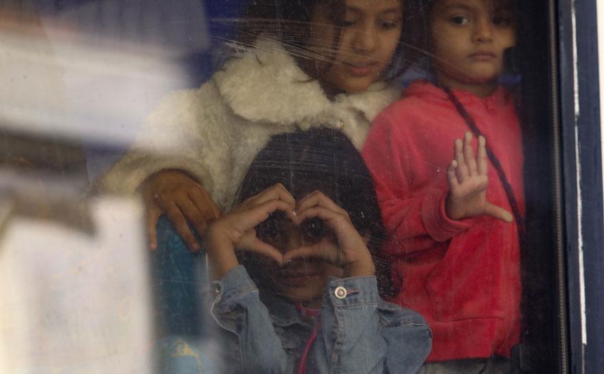 Εξάρχεια: Eικόνες από την επιχείρηση εκκένωσης κατειλημμένου κτιρίου