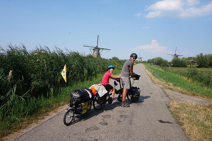 Οικογένεια απο τη Γαλλία διασχίζει την Ευρώπη