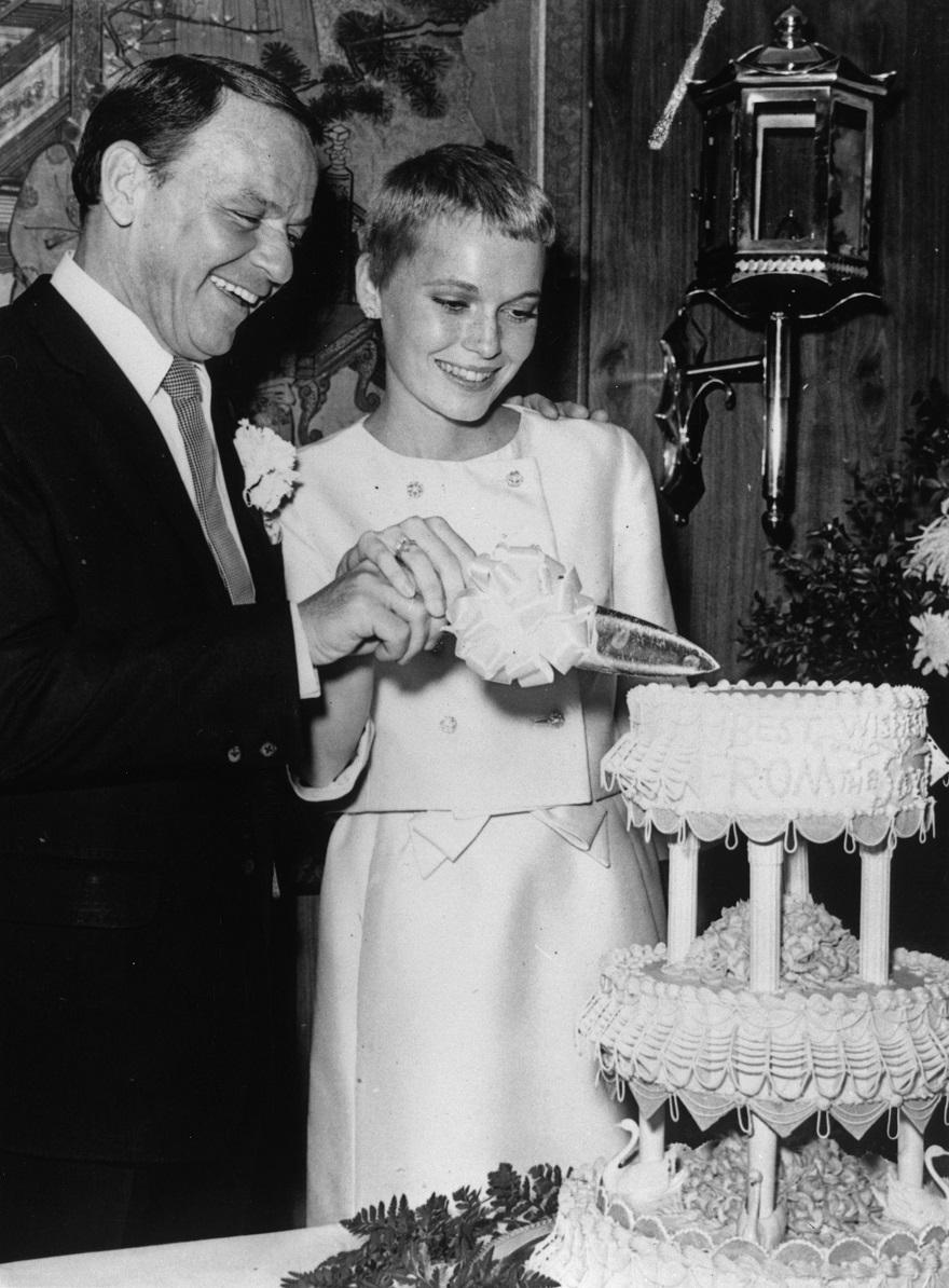 Ο Frank Sinatra με την τρίτη σύζυγό του, Mia Farrow