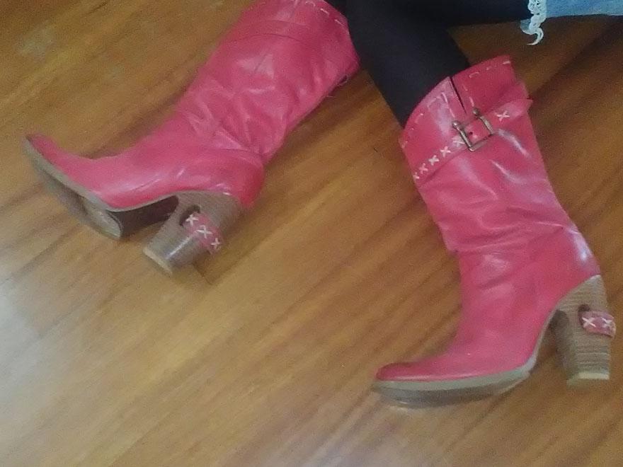 Οι κόκκινες καουμπόικες μπότες μου σκίζουν!