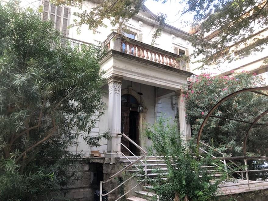 Βίλα Σιάγα: Το διώροφο διατηρητέο που διηγείται την ιστορία της παλιάς Θεσσαλονίκης