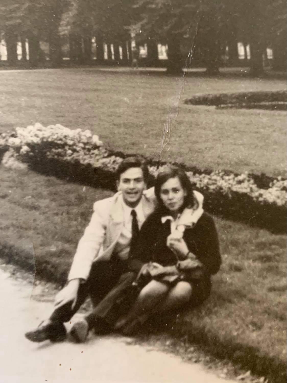 Ο Γιώργος Τόλης, με την πρώτη σύζυγο του Μαρία Δόγκα-Τόλη (1966)