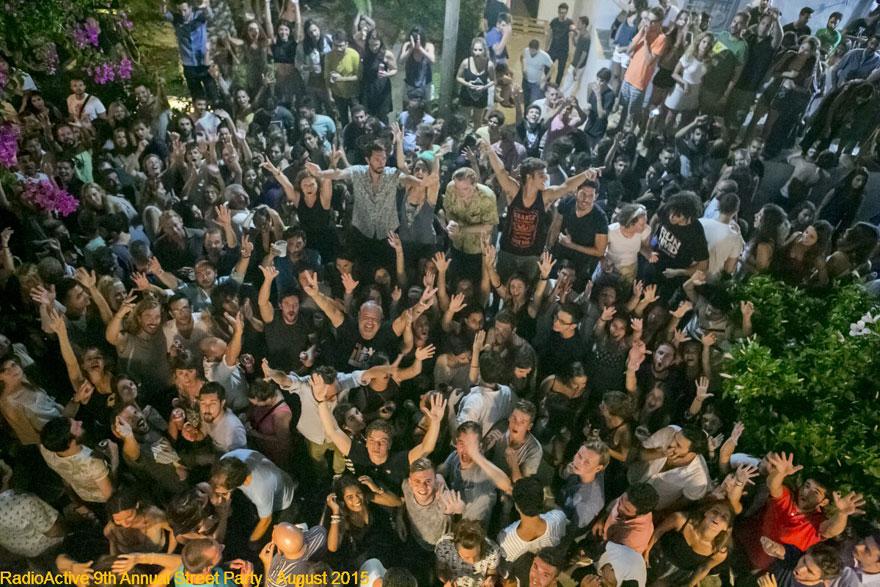 Radio Active, Θοδωρής Παπατσαρούχας, street party, Σίφνος