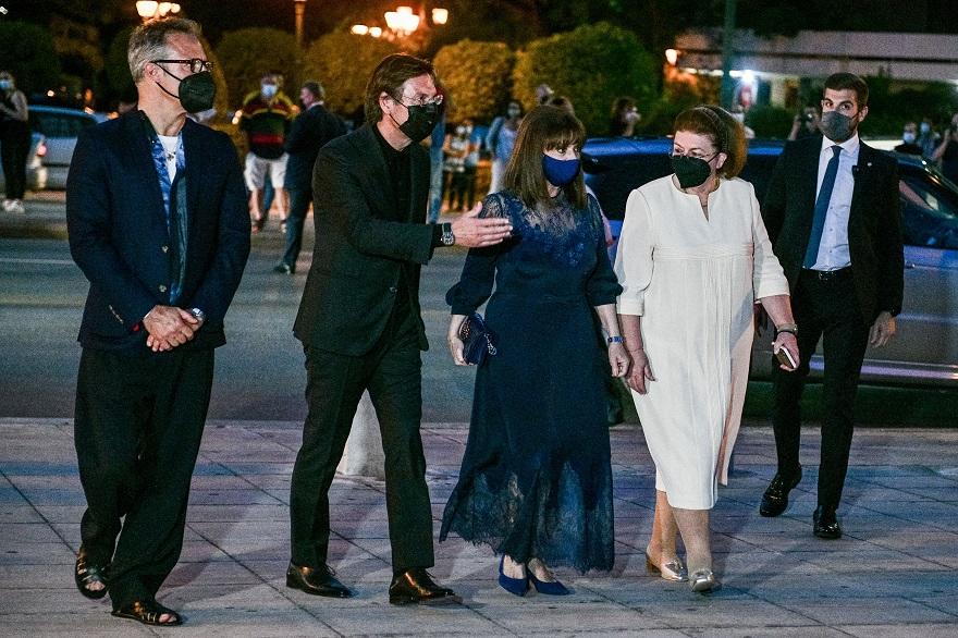 Η Πρόεδρος της Δημοκρατίας, Κατερίνα Σακελλαροπούλου, στην επίδειξη μόδας του Dior στο Καλλιμάρμαρο