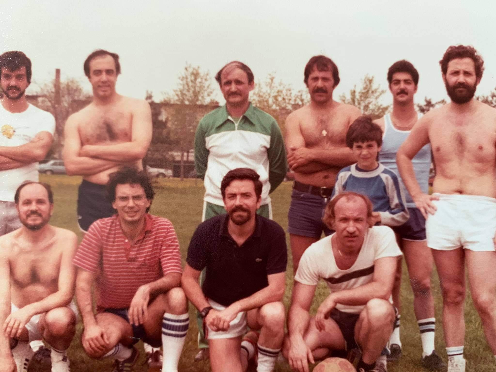 Σε αθλητική ομάδα ο Γιώργος Τόλης, τρίτος απο αριστερά στην κάτω σειρά. Μοντρεάλ (1982)