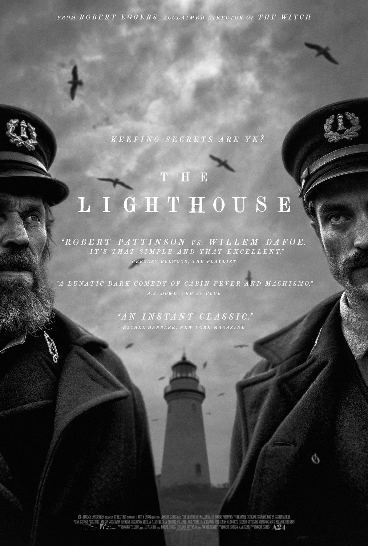Η κινηματογραφική αφίσα της ταινίας «Ο Φάρος» με τους Ρόμπερτ Πάτινσον και Γουίλεμ Νταφόε